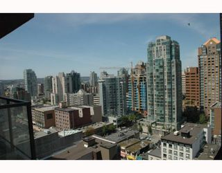 """Photo 10: 2002 1155 SEYMOUR Street in Vancouver: Downtown VW Condo for sale in """"BRAVA"""" (Vancouver West)  : MLS®# V775700"""
