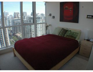 """Photo 5: 2002 1155 SEYMOUR Street in Vancouver: Downtown VW Condo for sale in """"BRAVA"""" (Vancouver West)  : MLS®# V775700"""