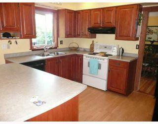 Photo 3: 6413 SAMRON Road in Sechelt: Sechelt District House for sale (Sunshine Coast)  : MLS®# V778983