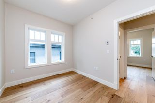 Photo 16: 941 E 24TH Avenue in Vancouver: Fraser VE 1/2 Duplex for sale (Vancouver East)  : MLS®# R2407771