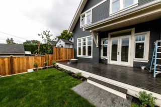 Photo 3: 941 E 24TH Avenue in Vancouver: Fraser VE House 1/2 Duplex for sale (Vancouver East)  : MLS®# R2407771