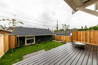 Photo 4: 941 E 24TH Avenue in Vancouver: Fraser VE House 1/2 Duplex for sale (Vancouver East)  : MLS®# R2407771