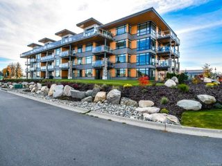 Main Photo: 104 2777 North Beach Dr in CAMPBELL RIVER: CR Campbell River North Condo Apartment for sale (Campbell River)  : MLS®# 838448