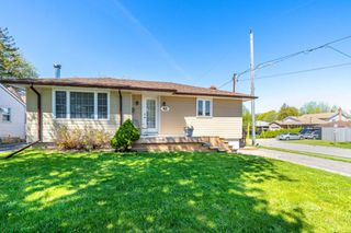 Main Photo: 40 Eastlawn Street in Oshawa: Donevan House (Bungalow) for sale : MLS®# E4769026
