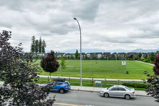 "Photo 17: 21038 77A Avenue in Langley: Willoughby Heights Condo for sale in ""IVY ROW"" : MLS®# R2474522"