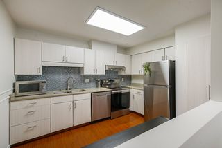 """Photo 11: 208 6 RENAISSANCE Square in New Westminster: Quay Condo for sale in """"CARNARVON TOWERS"""" : MLS®# R2525705"""