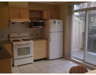 """Photo 3: 41 6300 ALDER Street in Richmond: McLennan North Townhouse for sale in """"THE HAMPTONS"""" : MLS®# V747178"""