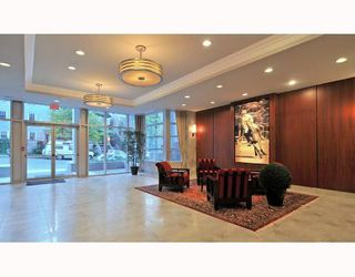 "Photo 2: 902 1211 MELVILLE Street in Vancouver: Coal Harbour Condo for sale in ""THE RITZ"" (Vancouver West)  : MLS®# V754705"