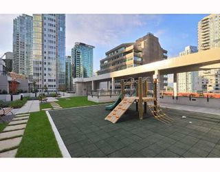 "Photo 9: 902 1211 MELVILLE Street in Vancouver: Coal Harbour Condo for sale in ""THE RITZ"" (Vancouver West)  : MLS®# V754705"