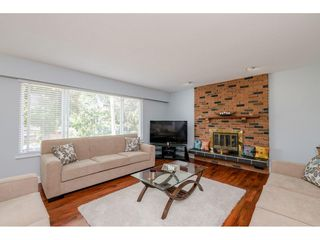 "Photo 3: 6264 181A Street in Surrey: Cloverdale BC House for sale in ""Hilltop"" (Cloverdale)  : MLS®# R2392010"
