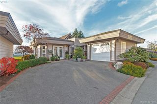Photo 2: 8 934 Boulderwood Rise in VICTORIA: SE Broadmead Row/Townhouse for sale (Saanich East)  : MLS®# 417693