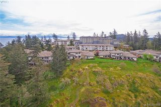 Photo 32: 8 934 Boulderwood Rise in VICTORIA: SE Broadmead Row/Townhouse for sale (Saanich East)  : MLS®# 828640