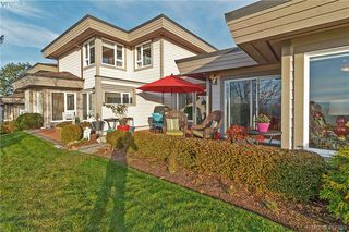 Photo 40: 8 934 Boulderwood Rise in VICTORIA: SE Broadmead Row/Townhouse for sale (Saanich East)  : MLS®# 828640