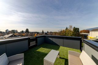 Photo 13: 208 E 22ND Street in North Vancouver: Central Lonsdale House 1/2 Duplex for sale : MLS®# R2427333