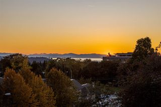 Photo 8: 208 E 22ND Street in North Vancouver: Central Lonsdale House 1/2 Duplex for sale : MLS®# R2427333