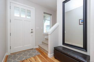Photo 3: 2943 Burlington Cres in Langford: La Langford Lake House for sale : MLS®# 839904