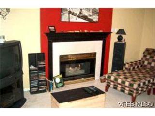 Photo 2: 111 545 Manchester Road in VICTORIA: Vi Burnside Condo Apartment for sale (Victoria)  : MLS®# 208238