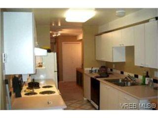Photo 4: 111 545 Manchester Road in VICTORIA: Vi Burnside Condo Apartment for sale (Victoria)  : MLS®# 208238