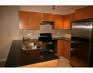 """Photo 3: 213 1633 MACKAY Avenue in North_Vancouver: Pemberton Heights Condo for sale in """"TOUCHSTONE"""" (North Vancouver)  : MLS®# V758565"""
