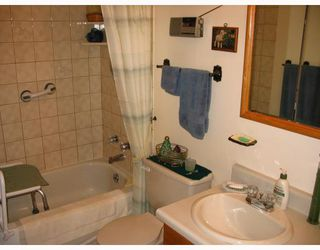 Photo 4: 1027 HOWARD Avenue in WINNIPEG: Manitoba Other Residential for sale : MLS®# 2912652