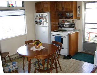 Photo 2: 1027 HOWARD Avenue in WINNIPEG: Manitoba Other Residential for sale : MLS®# 2912652