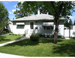 Photo 1: 1027 HOWARD Avenue in WINNIPEG: Manitoba Other Residential for sale : MLS®# 2912652
