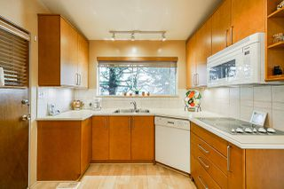 Photo 7: 4454 SAMARA Court in Burnaby: Central Park BS House for sale (Burnaby South)  : MLS®# R2388965