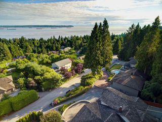 Photo 3: 3059 SPENCER Court in West Vancouver: Altamont House for sale : MLS®# R2391989
