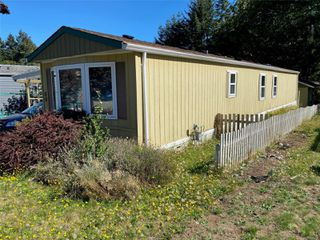 Photo 1: 60 1901 E Ryan Rd in : CV Comox Peninsula Manufactured Home for sale (Comox Valley)  : MLS®# 856238