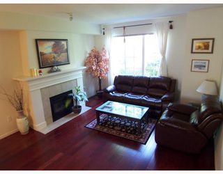 "Photo 3: 2 8415 CUMBERLAND Place in Burnaby: The Crest Townhouse for sale in ""ASHCOMBE"" (Burnaby East)  : MLS®# V788857"
