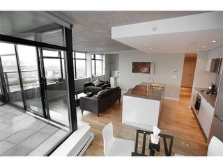 """Photo 2: 1109 108 W CORDOVA Street in Vancouver: Downtown VW Condo for sale in """"WOODWARDS 32"""" (Vancouver West)  : MLS®# V842896"""