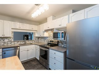 "Photo 4: 204 19241 FORD Road in Pitt Meadows: Central Meadows Condo for sale in ""VILLAGE GREEN"" : MLS®# R2428267"