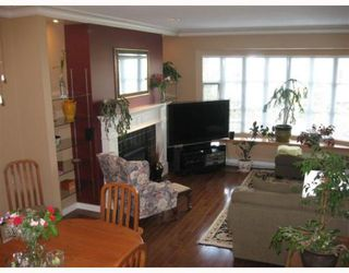 """Photo 3: 103 222 W 4TH Street in North_Vancouver: Lower Lonsdale Townhouse for sale in """"VISTA POINTE"""" (North Vancouver)  : MLS®# V782685"""