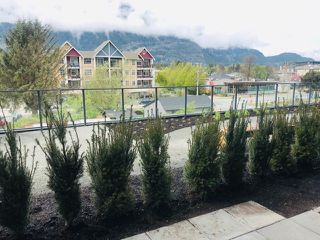"""Photo 3: 313 37881 CLEVELAND Avenue in Squamish: Downtown SQ Condo for sale in """"THE MAIN"""" : MLS®# R2451551"""