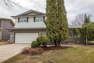 Photo 1: 34 Monarch Mews in Winnipeg: Residential for sale (1F)  : MLS®# 202009150