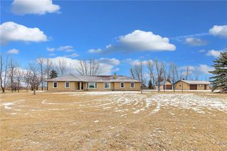 Photo 2: 695 Twin Creek Road in Steinbach: R16 Residential for sale : MLS®# 202029432