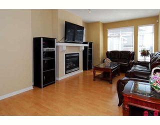 Photo 2: 4 15068 58TH Avenue in Surrey: Sullivan Station Townhouse for sale : MLS®# F2916129