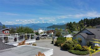 "Photo 2: 6 699 DOUGALL Road in Gibsons: Gibsons & Area Townhouse for sale in ""MARINA PLACE"" (Sunshine Coast)  : MLS®# R2391394"