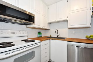 "Photo 9: 106 1775 W 10TH Avenue in Vancouver: Fairview VW Condo for sale in ""STANDFORD COURT"" (Vancouver West)  : MLS®# R2429451"