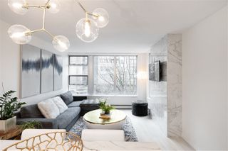"""Photo 5: 305 1228 MARINASIDE Crescent in Vancouver: Yaletown Condo for sale in """"CRESTMARK II"""" (Vancouver West)  : MLS®# R2431843"""