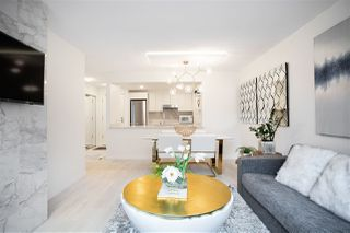 """Photo 4: 305 1228 MARINASIDE Crescent in Vancouver: Yaletown Condo for sale in """"CRESTMARK II"""" (Vancouver West)  : MLS®# R2431843"""