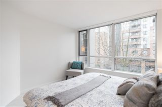 """Photo 13: 305 1228 MARINASIDE Crescent in Vancouver: Yaletown Condo for sale in """"CRESTMARK II"""" (Vancouver West)  : MLS®# R2431843"""