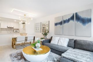 """Photo 3: 305 1228 MARINASIDE Crescent in Vancouver: Yaletown Condo for sale in """"CRESTMARK II"""" (Vancouver West)  : MLS®# R2431843"""