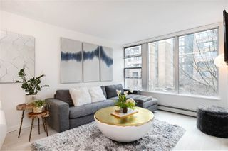 """Photo 1: 305 1228 MARINASIDE Crescent in Vancouver: Yaletown Condo for sale in """"CRESTMARK II"""" (Vancouver West)  : MLS®# R2431843"""