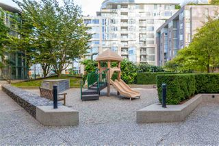 """Photo 19: 305 1228 MARINASIDE Crescent in Vancouver: Yaletown Condo for sale in """"CRESTMARK II"""" (Vancouver West)  : MLS®# R2431843"""