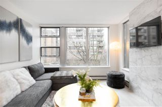 """Photo 2: 305 1228 MARINASIDE Crescent in Vancouver: Yaletown Condo for sale in """"CRESTMARK II"""" (Vancouver West)  : MLS®# R2431843"""