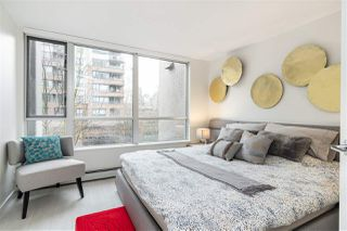 """Photo 12: 305 1228 MARINASIDE Crescent in Vancouver: Yaletown Condo for sale in """"CRESTMARK II"""" (Vancouver West)  : MLS®# R2431843"""