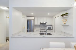 """Photo 9: 305 1228 MARINASIDE Crescent in Vancouver: Yaletown Condo for sale in """"CRESTMARK II"""" (Vancouver West)  : MLS®# R2431843"""
