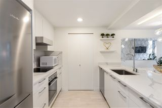 """Photo 11: 305 1228 MARINASIDE Crescent in Vancouver: Yaletown Condo for sale in """"CRESTMARK II"""" (Vancouver West)  : MLS®# R2431843"""