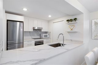 """Photo 10: 305 1228 MARINASIDE Crescent in Vancouver: Yaletown Condo for sale in """"CRESTMARK II"""" (Vancouver West)  : MLS®# R2431843"""